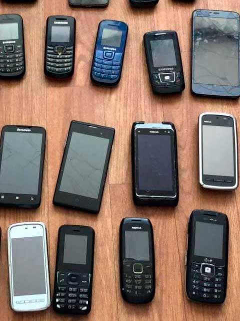prostye-sotovye-telefony
